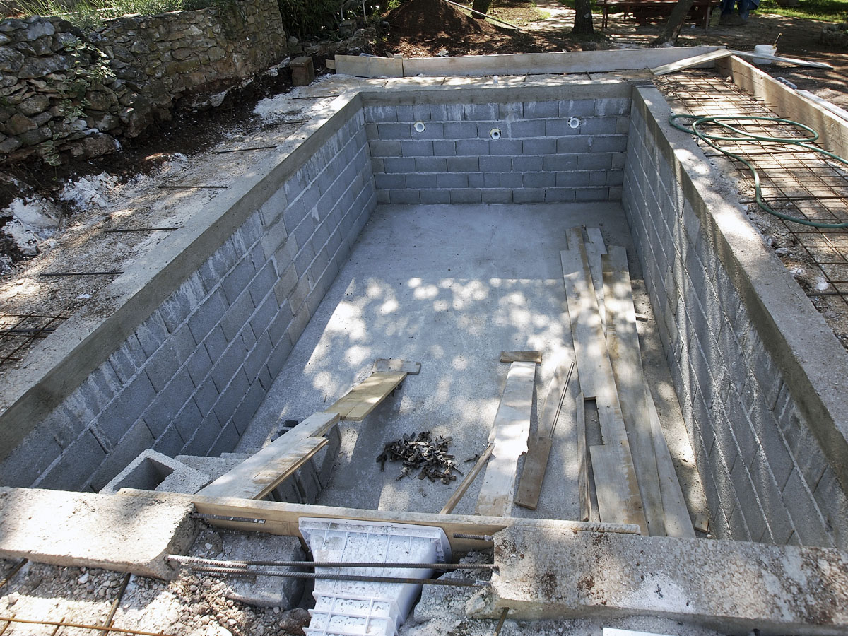 Swimming pool construction kent swimming pool builders for Concrete pool construction
