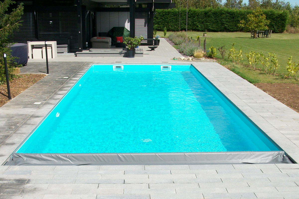 Vinyl liner swimming pools swimming pool builders in kent for Vinyl swimming pool